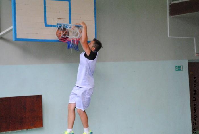 Лучший снимок турнира! Данил Порошин «вколачивает» мяч в корзину!