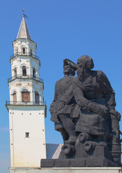 Башня и люди