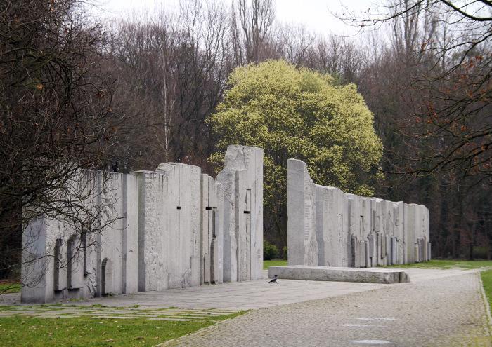 Памятник памятникам