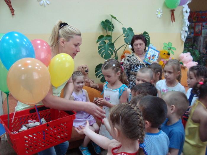 У детской библиотеки №1 - ДЕНЬ РОЖДЕНИЯ!!!!