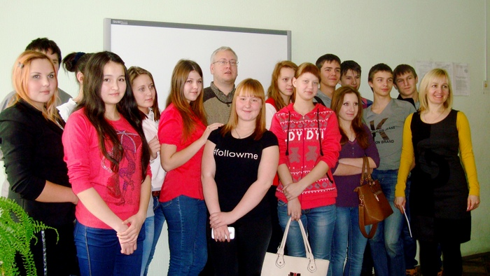 теперь они друзья! К. Рубинский и учащиеся колледжа технологии питания и торговли