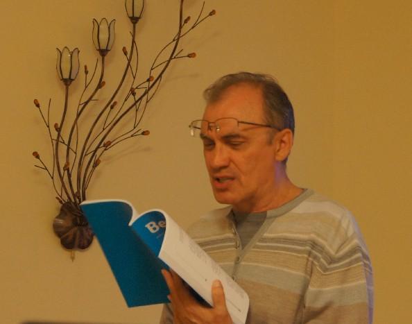 Виталий Кальпиди читает журнал ВЕЩЬ