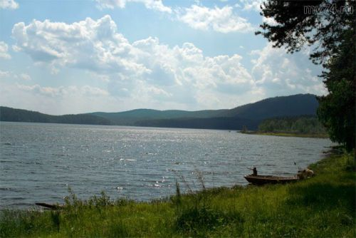 Серо-свинцовое озеро Аракуль