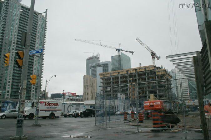 Торонто строится