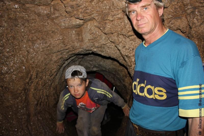 Юные спелеологи в пещерах СТПК