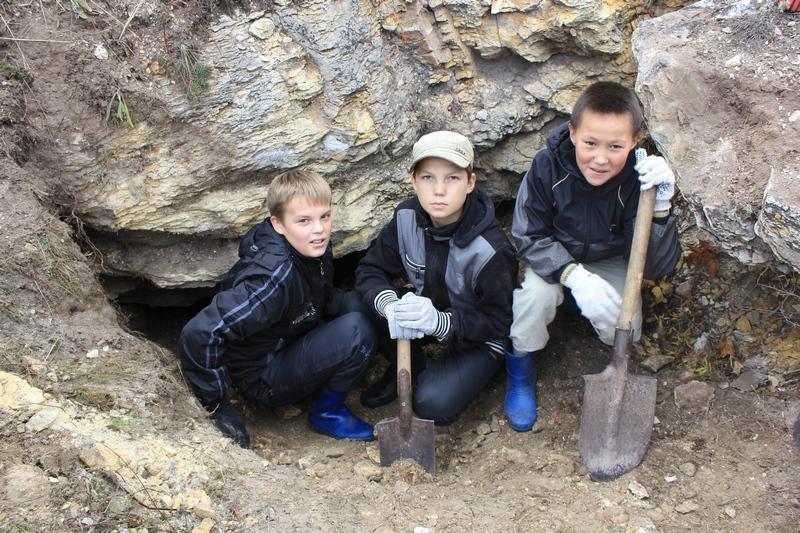 Юные спелеологи