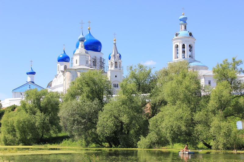 Сейчас во Дворце Андрея Боголюбского женский монастырь
