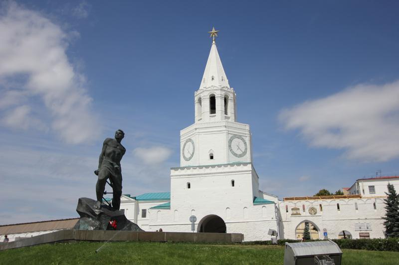 Памятник Мусе Джамилю у стен Кремля