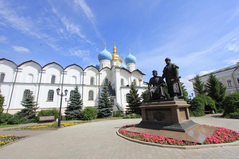 Благовещенский собор и памятник зодчим Казанского Кремля