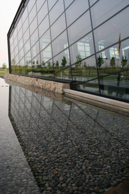 Вода перед офисом Амада