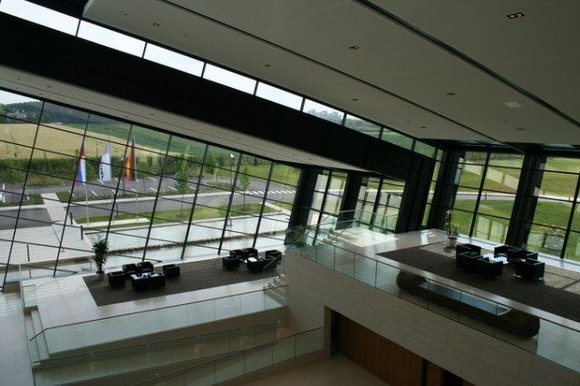 Холл клиентов в Центре решений Амада