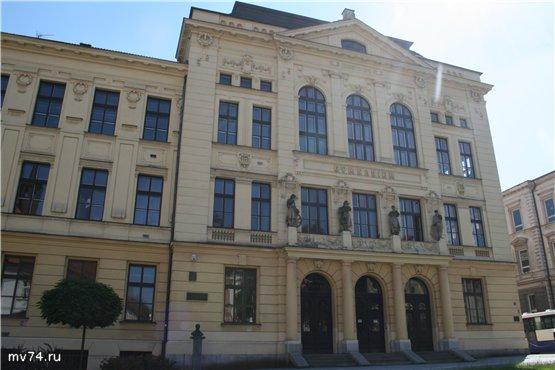 Гимназия в Приборе, Чехия