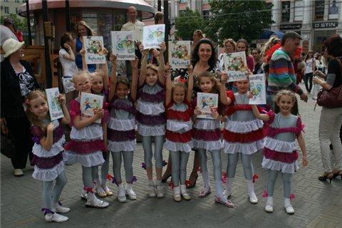 """Праздник """"Лучшие книги - детям!"""" состоялся 1 июня 2010 в Челябинске"""