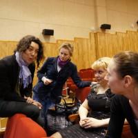 Беранжер Ланглуа общается с участниками конкурса