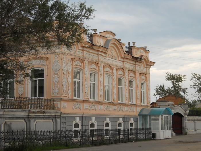 Бывший купеческий дом, теперь филиал ЧЕЛГУ, Троицк
