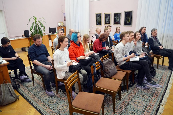Полина Потапова и Александр Корамыслов. Презентация поэта