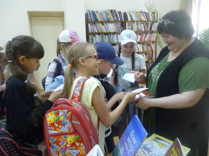 Поэт Елена Сыч пришла в гости к читателям детской библиотеки №12