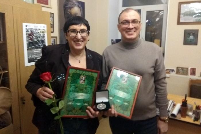 В Челябинск приехали две награды литературной премии имени Бажова