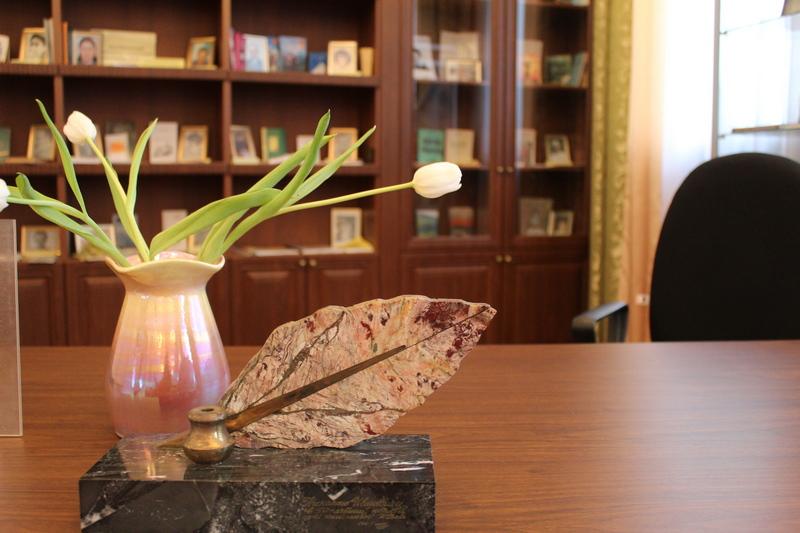 Поэты работают в библиотеках
